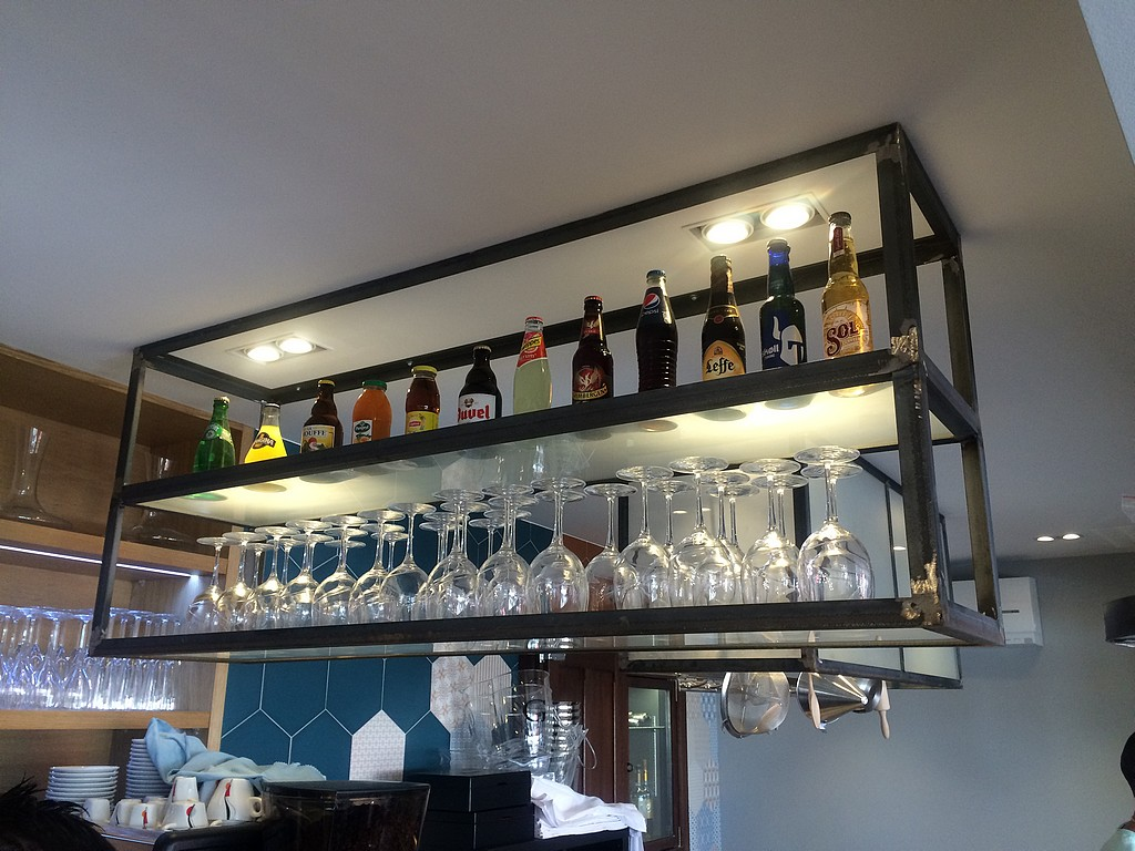 un bar vin du concept au r el agencement restauration. Black Bedroom Furniture Sets. Home Design Ideas